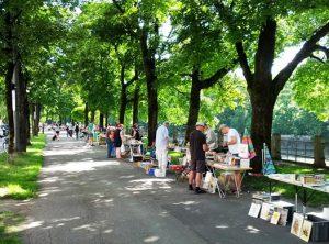 Bücherflohmarkt an der Isar